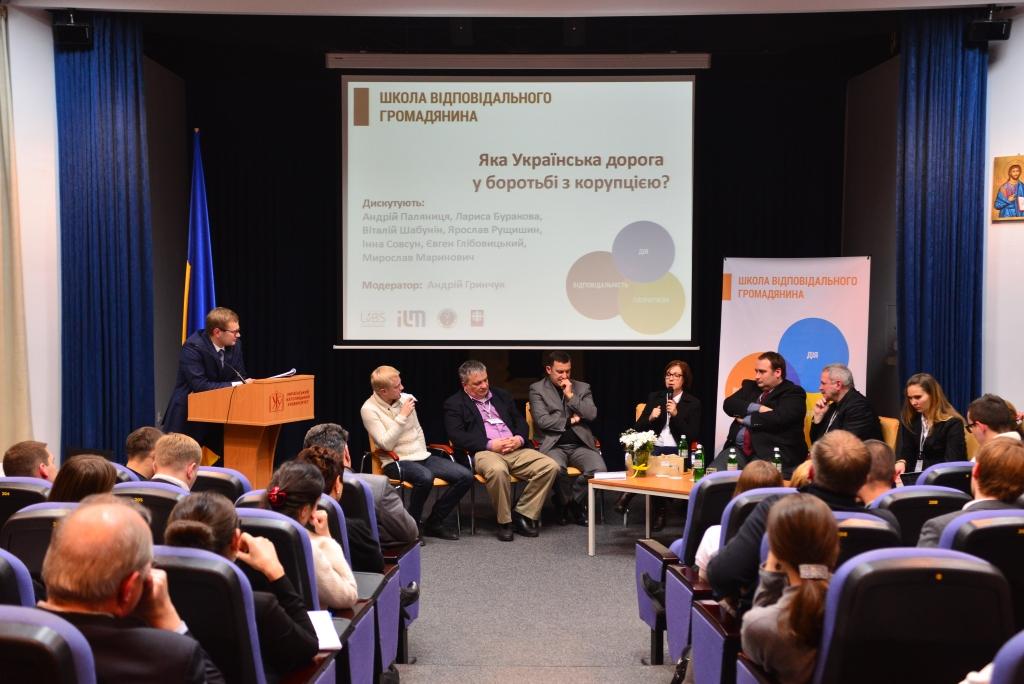 Учасники панельної дискусії «Яка українська дорога у боротьбі з корупцією?»